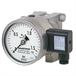 Differential pressure gauge with electrical output signal